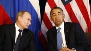 Vladimir Poutine et Barack Obama (d).