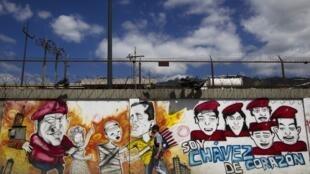 """""""Sou Chávez de coração"""", diz grafite estampado em muro de Caracas"""