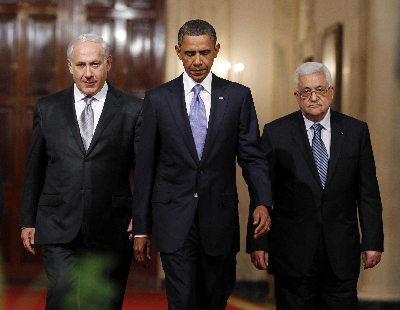 Tổng thống Obama , thủ tướng Israel Netanyahu (trái)  và tổng thống Palesstin Abbas (phải) tại Nhà trắng hôm 1/9/2010