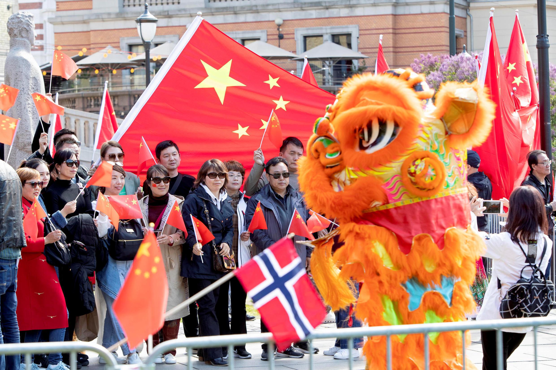 挪威華人在一場中方代表團訪問期間組織歡迎