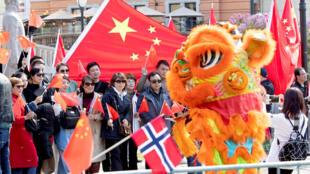 挪威华人在一场中方代表团访问期间组织欢迎