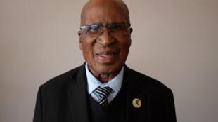Andrew Mlangeni, 95 ans, l'ancien co-accusé de Nelson Mandela qui a passé 26 années de sa vie en prison durant l'apartheid.