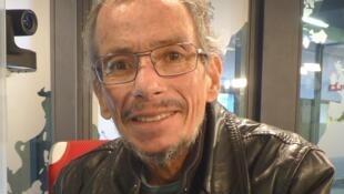 Octavio Herrera en los estudios de RFI