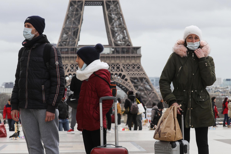 Le président français Emmanuel Macron a demandé de limiter les déplacements en France, sans les interdire, le 12 mars 2020.