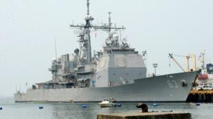 Chiến hạm Mỹ USS Cowopens ghé cảng Philippines. (Ảnh chụp ngày 13/03/2013).