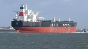 مقامات ایران همواره تکرار میکنند که این کشور راههای گوناکونی برای فروش نفت خود میشناسد و برای دور زدن تحریمهای آمریکا تجربۀ کافی دارد. - تصویر آرشیوی