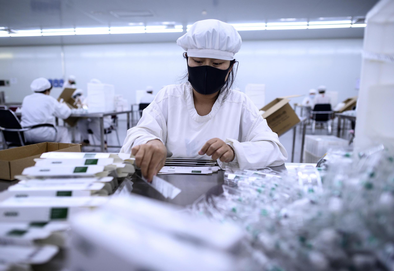 O laboratório chinês Yisheng Biopharma, de Shenyang, é um dos que estão na corrida pela descoberta da vacina contra o coronavírus.