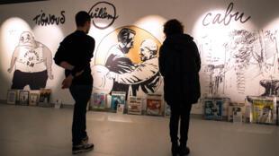 Les créations des dessinateurs de Charlie Hebdo sont exposées au festival de BD d'Angoulême, dans le sud de la France, le 29 janvier 2015.
