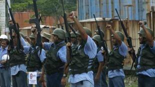 Ejercicio militar de trabajadores de la Compañía Nacional de Electricidad (CORPOELEC), estado Táchira, 14 de marzo de 2015, en protesta por las sanciones estadounidenses.