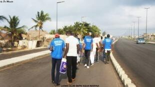 Les participants à la marche pour la santé et la fraternité.