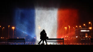 En Croatie, fontaine illuminée aux couleurs du drapeau français, le 16 novembre 2015 en hommage aux victimes des attentats de Paris le 13 novembre dernier.