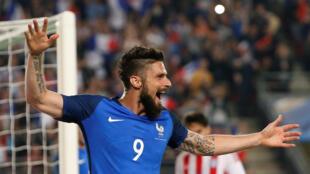 Olivier Giroud marcou três golos no amigável com o Paraguai na semana passada em Rennes.