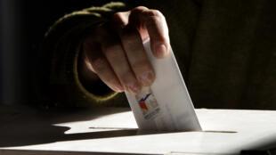 Chili - Vote - Bulletin - Urne - illustration - AP091213017675