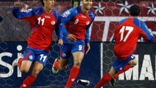 Baadhi ya wachezaji wa Costa Rica wakifurahia ushindi