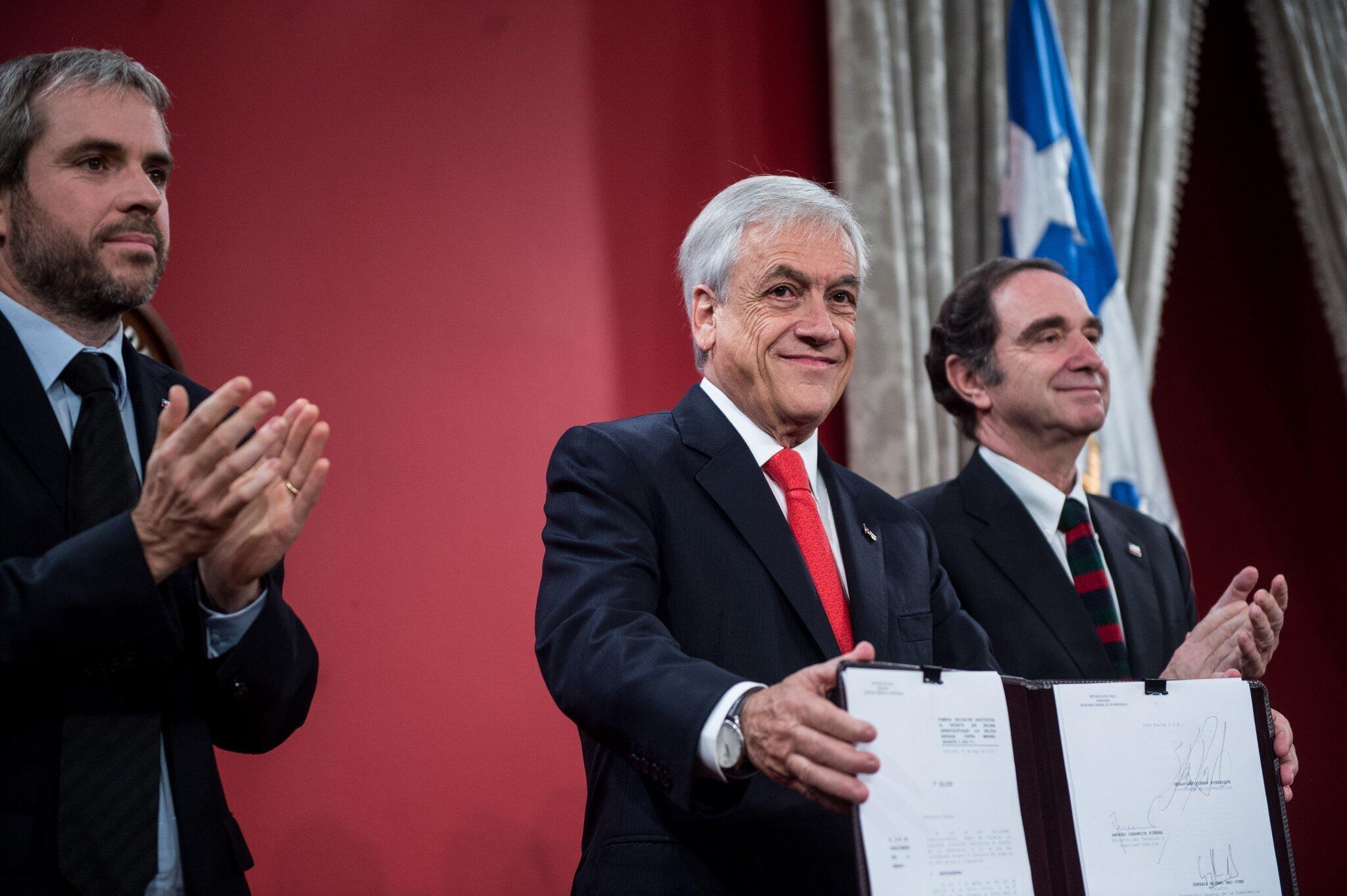 Sebastián Piñera luego de la firma del proyecto de imprescriptibilidad