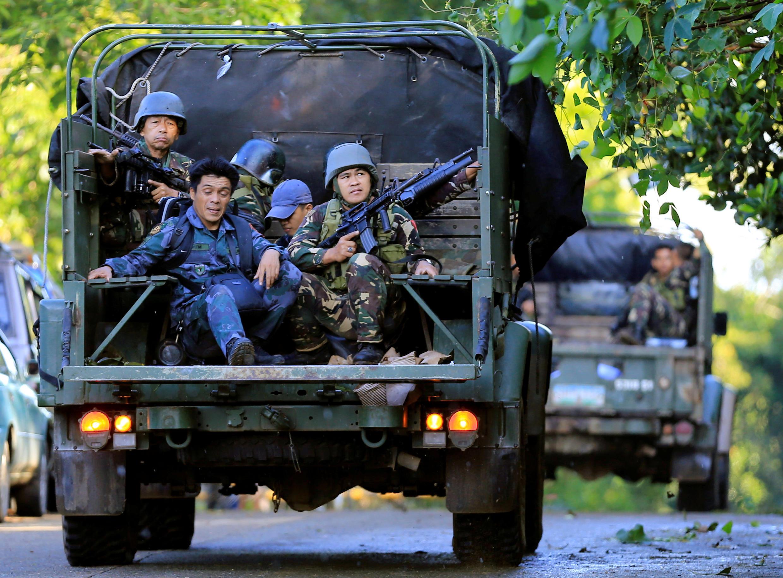 Lính Philippines tuần tra tại Marawi, nơi quân thánh chiến Hồi Giáo đã đánh chiếm phần lớn. Ảnh chụp ngày 26/05/2017.