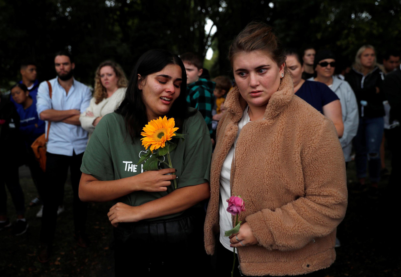 Người dân đến tưởng niệm các nạn nhân bị thảm sát ở Christchurch, New Zealand, 17/03/2019.