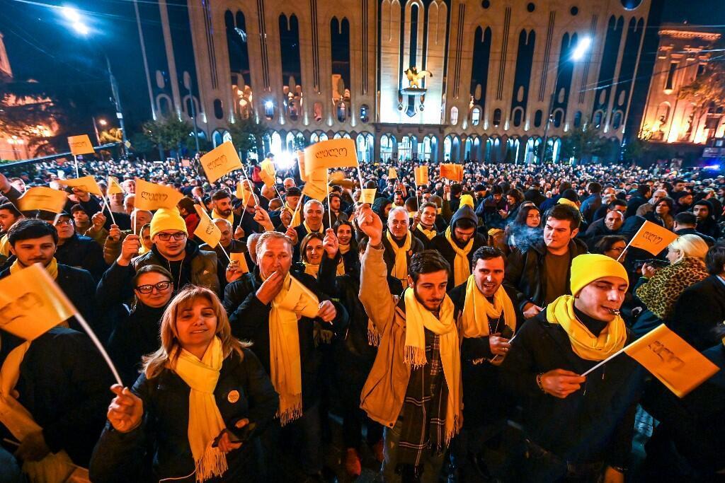 Бессрочная акция протеста у здания парламента Грузии началась 14 ноября 2019