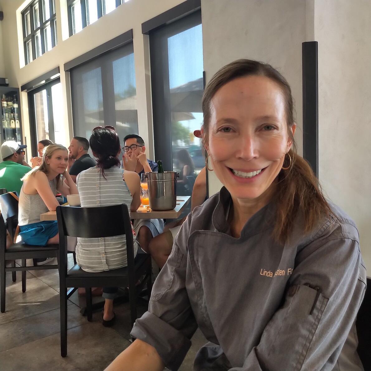 La chef Linda Hampsten Fox, en su restaurant The Bindery. Denver, Colorado. Julio 2019.