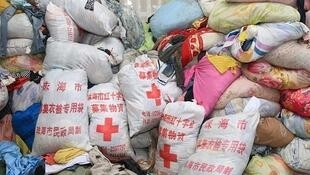 珠海紅十字會捐贈物資袋驚現舊衣回收倉(電視截圖)