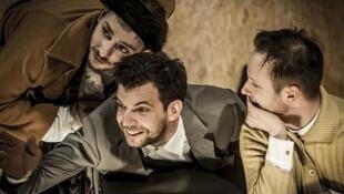 Сцена из спектакля «Мертвые души» Гоголь-центра, Авиньон 2016.