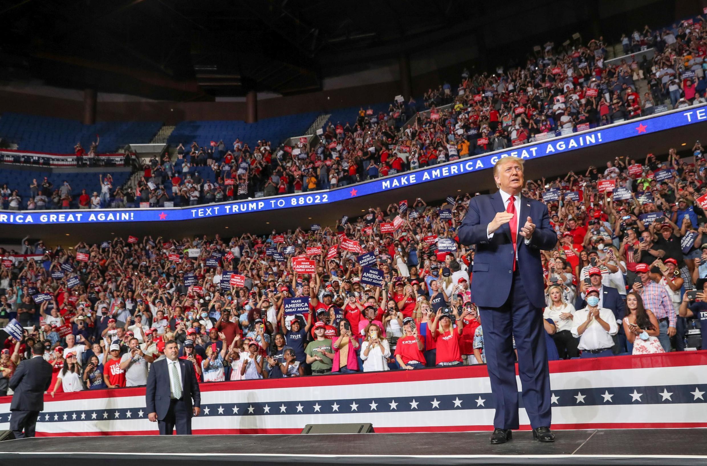 Shugaban Amurka Donald Trump, yayin gangamin siyasa a Tusla na kasar , ranar  20 ga watan  2020.