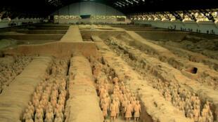 Toàn cảnh khu vực số 1 với đội quân đất nung của vị hoàng đế Tần Thủy Hoàng tại Bảo tàng Tây An, Trung Quốc.