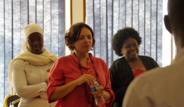 A alagoana Nilda Lima (centro) trabalha com desenvolvimento comunitário em Moçambique.