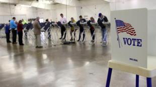 Un bureau de vote dans l'Ohio lors des élections présidentielles américaines en novembre 2016