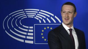 Em 2018, após o escândalo que envolveu o Facebook no suposto uso de dados de milhões de usuários da rede social para fins políticos, o bilionário americano pediu desculpas ao Parlamento Europeu.
