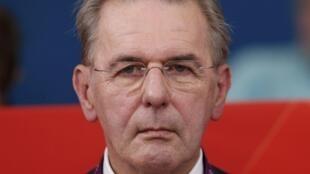 Presidente do COI, Jcques Rogge, está preocupado com a demora do Brasil em acertar um orçamento.