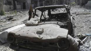 Um carro-bomba guiado por um suicida explodiu nesta segunda-feira no principal bairro comercial de Damasco.