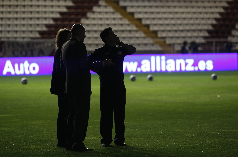Yadda filin Vallecas ya kasance da duhu bayan an bata fitulun filin wanda Madrid da Rayo za su fafata