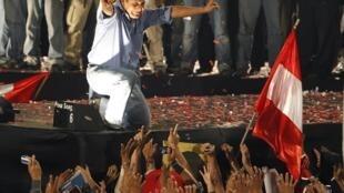 Ollanta Humala comemora vitória nas eleições presidenciais do Peru