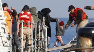 Des migrants reconduits en Turquie après avoir échoué sur l'île grecque de Lesbos, le 6 avril 2016.