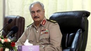 Marechal Khalifa Haftar perdeu o poder na Líbia e atualmente se encontra em uma posição difícil.