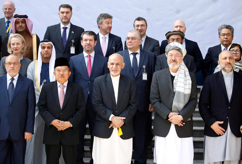 ប្រធានាធិបតីអាហ្វហ្កានីស្ថានលោក Ashraf Ghani រួមជាមួយអ្នកដឹកនាំនៃក្រុមប្រទេសនៅឱកាសសន្និសីទដើម្បីសហប្រតិបត្តិការសន្តិភាពនឹងសុវត្ថិភាពនៅទីក្រុង Kabul ប្រទេស Afghanistan ថ្ងៃទី២៨កុម្ភៈ២០១៨  REUTERS/Omar Sobhan