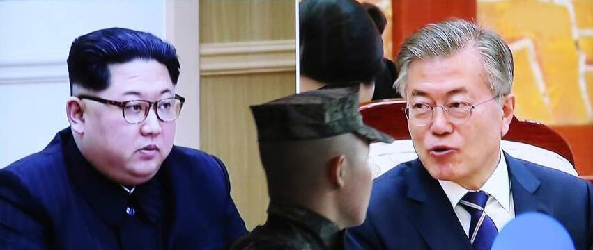 Presidentes norte-coreano, Kim Jong-un e sul-coreano, Moon Jae-in, já têm telefone vermelho