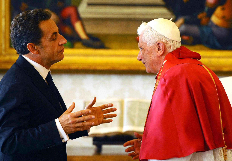 Presidente Nicolas Sarkozy durante audiência privada com Bento 16, no Vaticano.