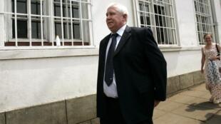 Roy Bennett à son arrivée a la Haute cour de justice de Harare, le 11 novembre 2009.