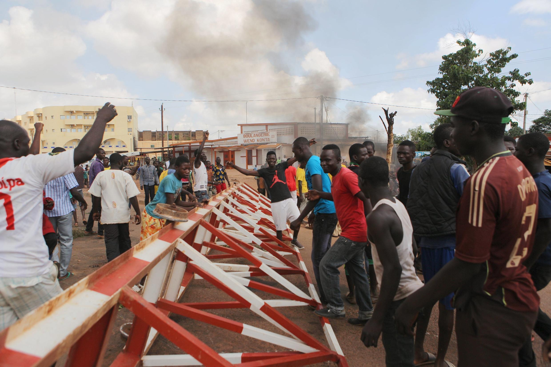 Des manifestants ouagalais opposés au coup d'Etat, samedi 19 septembre 2015 à Ouagadougou au Burkina Faso.