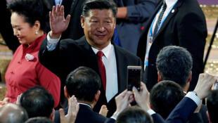Le président chinois Xi Jinping et sa femme lors d'un concert à l'occasion du 20e anniversaire de la rétrocession de Hong Kong.