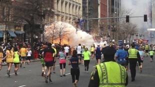 Explosões na maratona de Boston causaram três mortos e mais de 144 feridos.