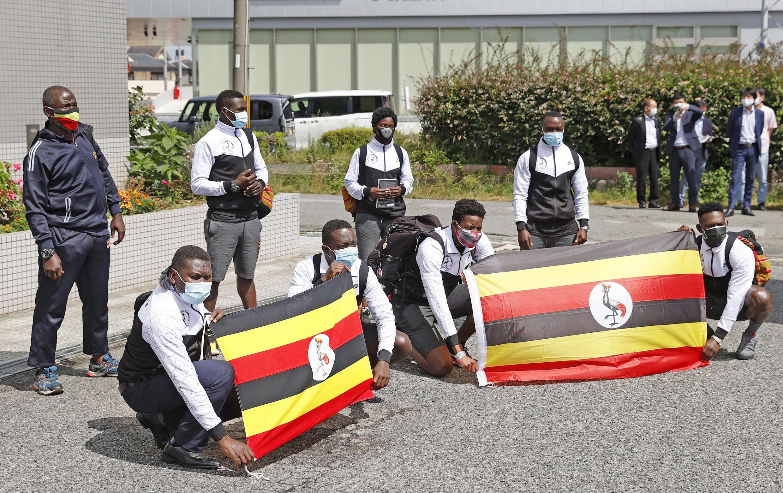 6月20日抵達大阪的烏干達隊其餘成員。他們的一名隊友在成田機場被測出新冠陽性。
