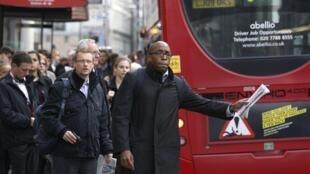 Os funcionários do Metrô de Londres iniciaram na noite desta segunda-feira (28) uma greve de 48 horas em Londres
