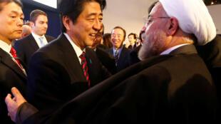日本首相安倍与伊朗总统鲁哈尼在达沃斯经济论坛年会期间 2014年1月22日