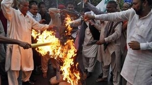 Pakistani Christians burn the effigy of Pastor Terry Jones during a protest in Lahore on Thursday
