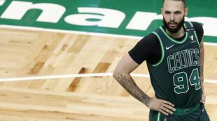 Evan Fournier le #94 des Boston Celtics au TD Garden le 28 avril 2021.