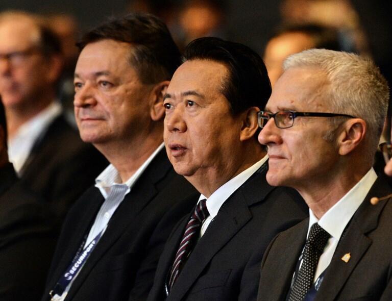 Từ phải : Tổng thư ký Interpol Jurgen Stock, chủ tịch Interpol Mạnh Hoành Vĩ tại Đại hội Thế giới Interpol ở Singapore ngày 04/07/2017.