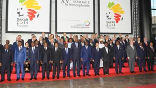 «Photo de famille» des chefs d'Etat et de gouvernement présents au XVe sommet de la Francophonie, à Dakar, le 29 novembre 2014.